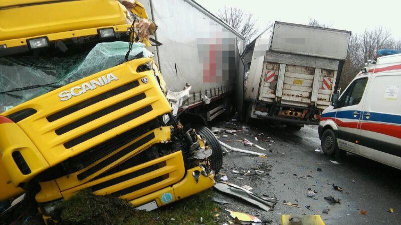Wypadek Zalesie (Tuchola - Sępólno) 19.11.2015 fot. KWP Bydgoszcz 2